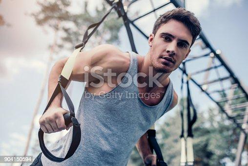 904150892 istock photo Man doing suspension training 904150594