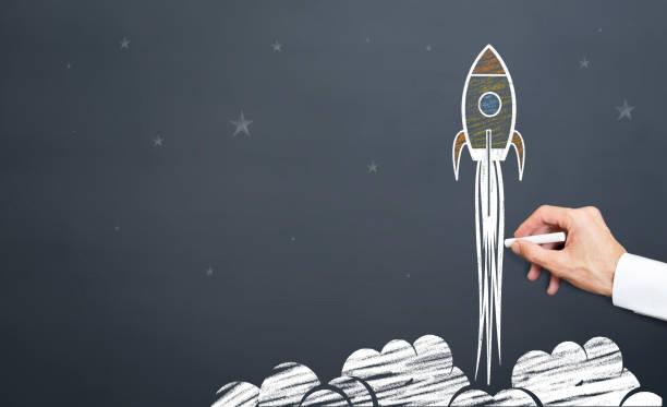 l'homme dessine le lancement de fusée - nouvelle entreprise photos et images de collection