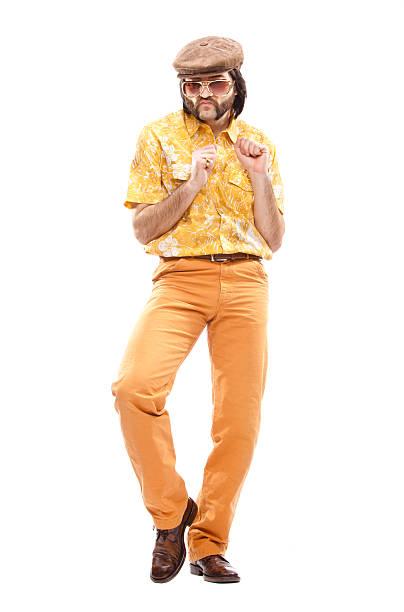 70 er jahre vintage hawaiihemd mann tanz-disco, isoliert auf weiss - 80er outfit stock-fotos und bilder