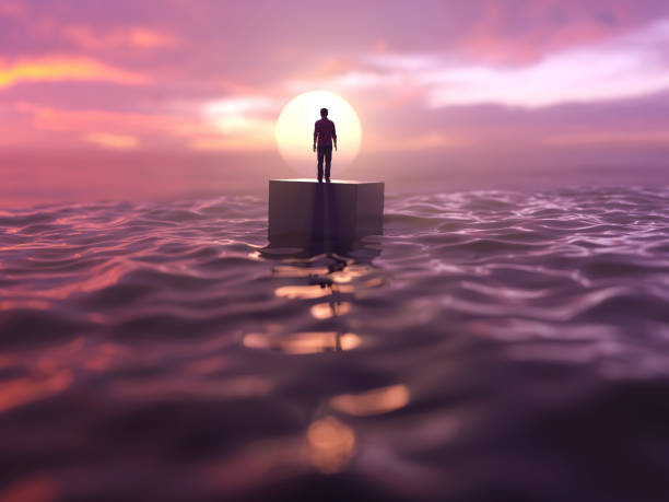 Mann driftet im Ozean – Foto