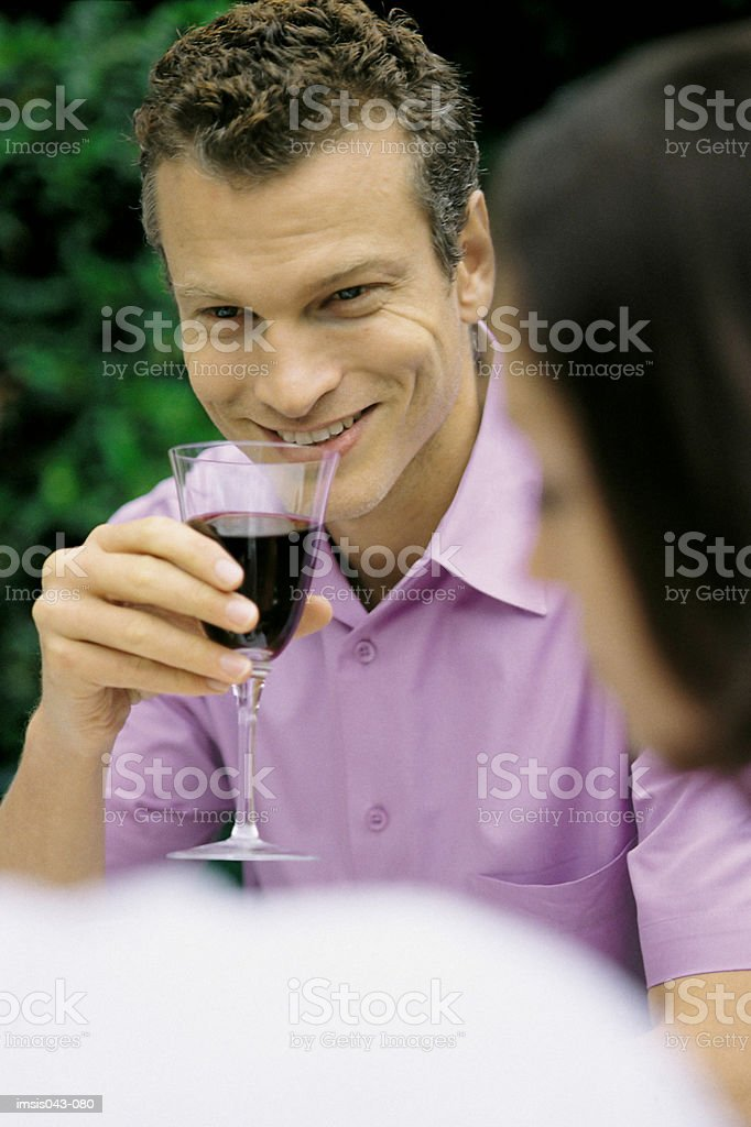 Man drinking wine royalty free stockfoto