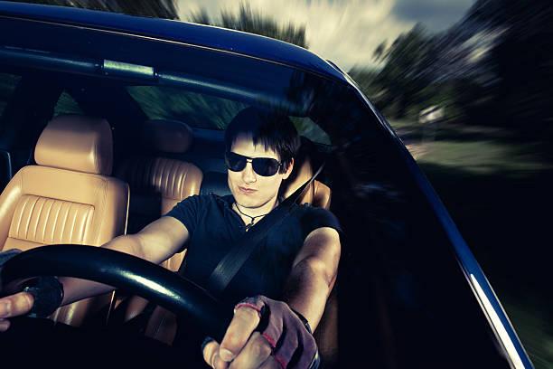 mann fahren ein auto - 1m coupe stock-fotos und bilder