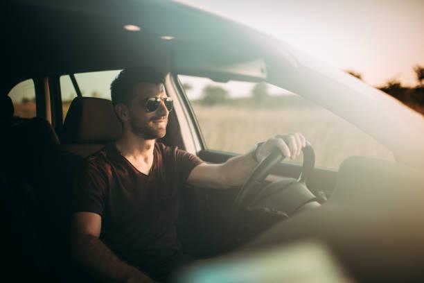 Mann fahren bei Sonnenuntergang – Foto