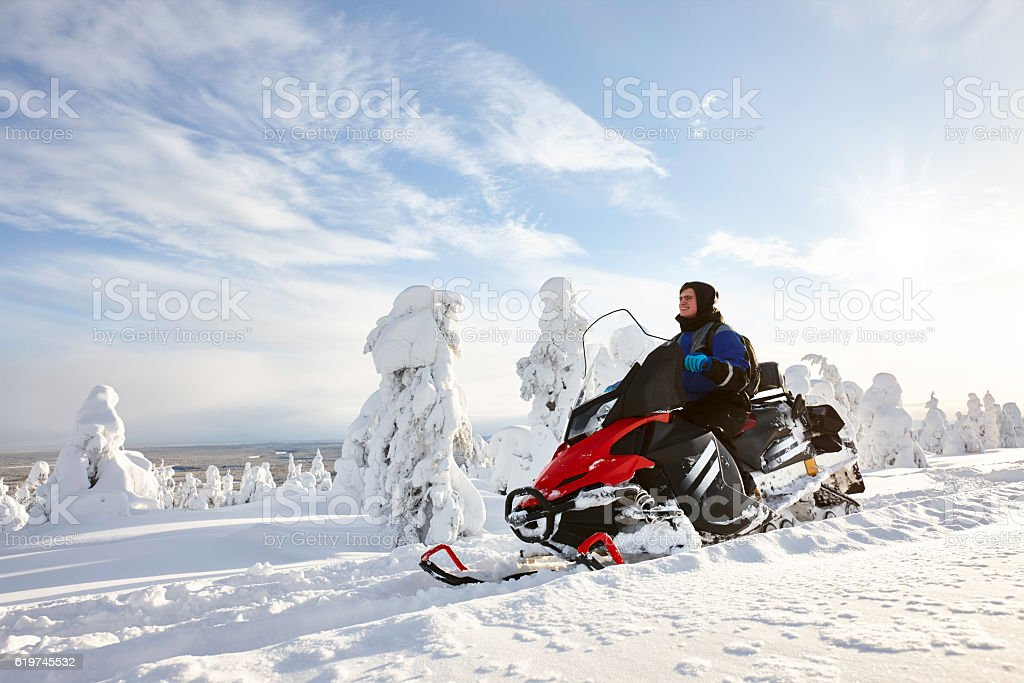 Man driving snowmobile in Finland foto de stock libre de derechos