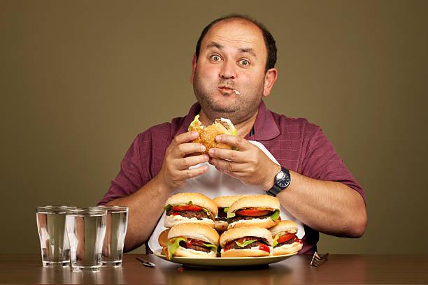 człowiek jedzenie wiele burgerów - duża grupa obiektów zdjęcia i obrazy z banku zdjęć