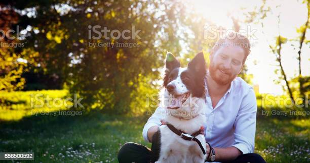 Man embracing his dog picture id886500592?b=1&k=6&m=886500592&s=612x612&h=t1xjcjtzplnno65baqa1gn 62nywlkhuig tmj zkxg=
