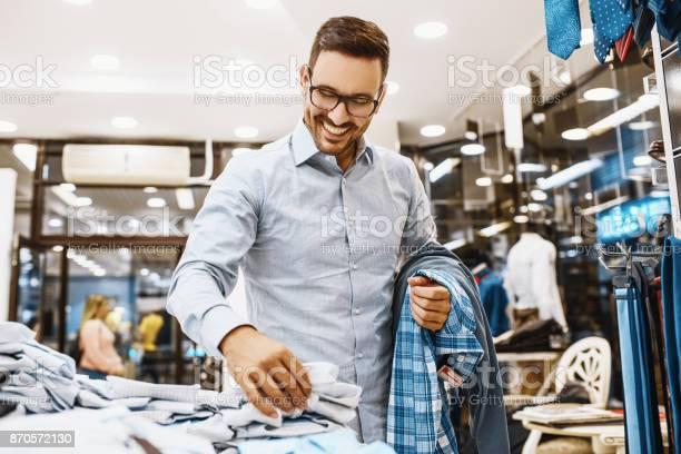 Man enjoyig shopping picture id870572130?b=1&k=6&m=870572130&s=612x612&h=eyz7rkx4surt6vuxr8uvhwqkxvtsdeteuva0ugpw6q0=