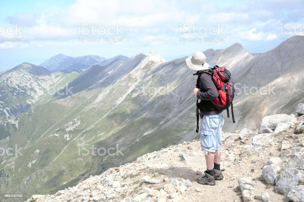 Man enjoying high mountains zbiór zdjęć royalty-free