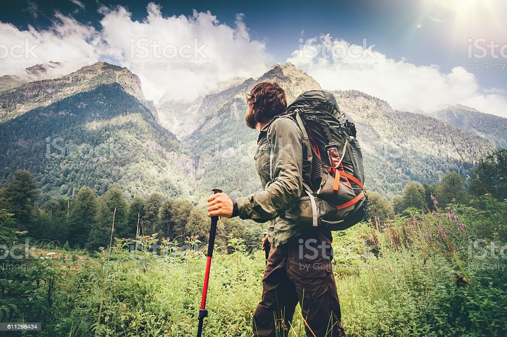 Man explorer with backpack hiking Travel Lifestyle concept – Foto
