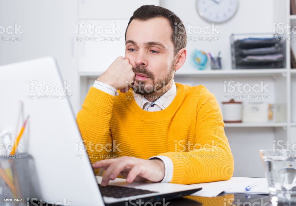 Man facing difficulty - Royalty-free 25-29 Years Stock Photo
