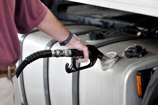 füllen gas-tank-top - benzintank stock-fotos und bilder