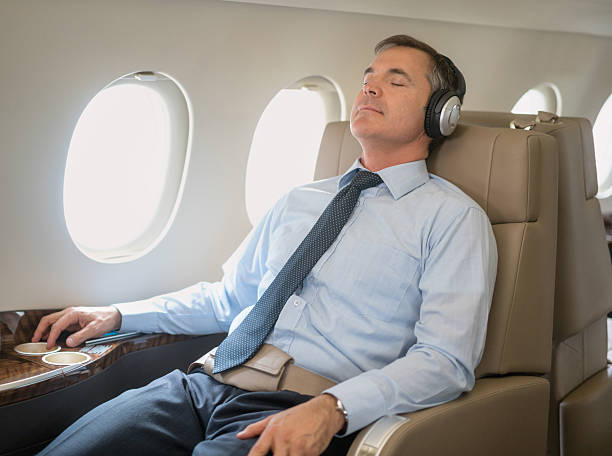 man flying and relaxing in business class - 1. klasse reise stock-fotos und bilder