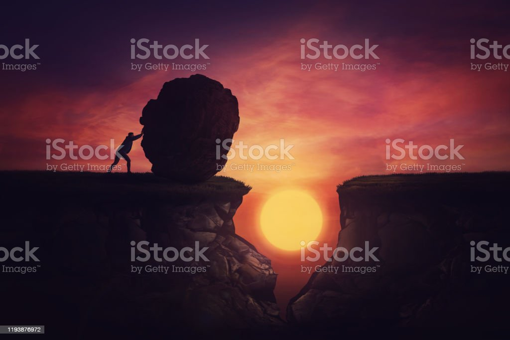 Man found solution in difficult situation, pushing a huge boulder to fill the gap obstacle. Using rock, cover the abyss hole and reach other side of the cliff. Mission accomplishment, overcome concept - Foto stock royalty-free di Adulto