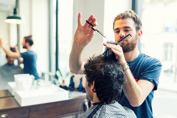 Man gets a haircut at his barber – Foto