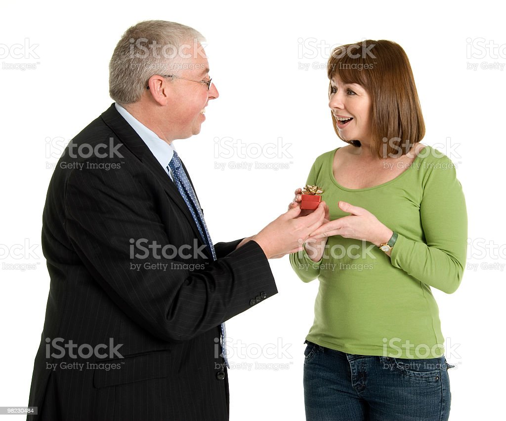 Uomo di dare anello per donna foto stock royalty-free