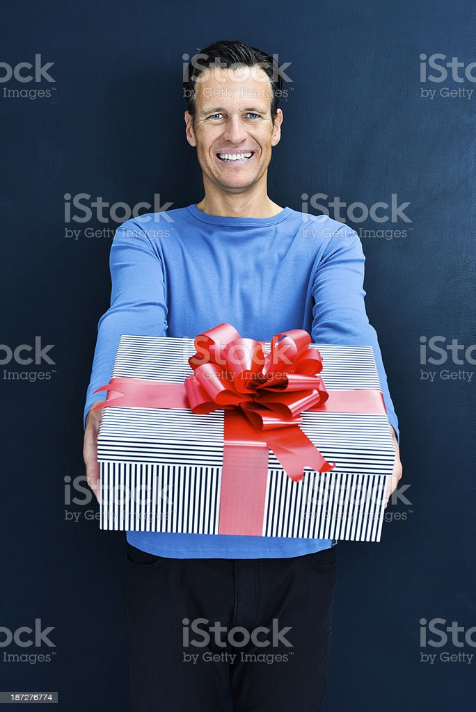 Man guessing what\'s in the gift box.