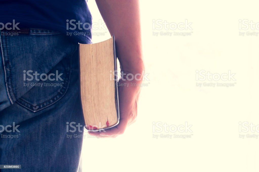 Man hand holding a bible isolated. Vintage color. This has clipping path. - foto stock