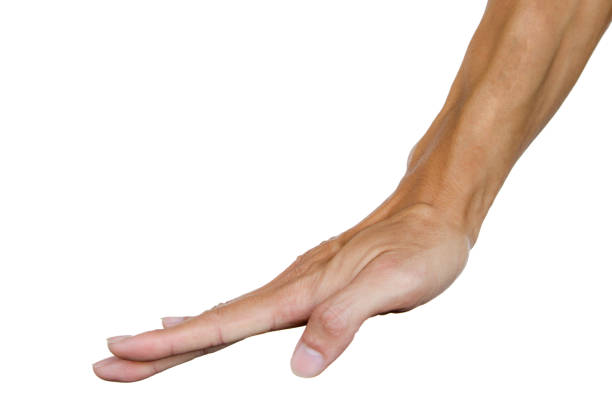 Mano del hombre como una mano apretada sobre mesa o algo. Lenguaje del cuerpo. Gesto de la mano. - foto de stock
