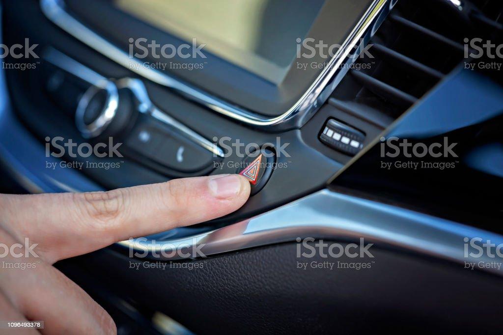 Araba düğmelere dostum el. Işık otopark. stok fotoğrafı