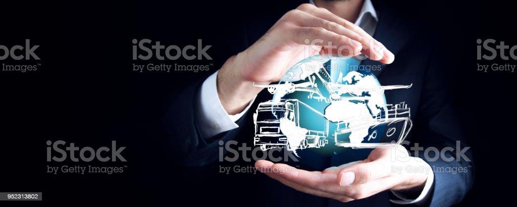 camion de main d'homme, bateau et avion à écran - Photo