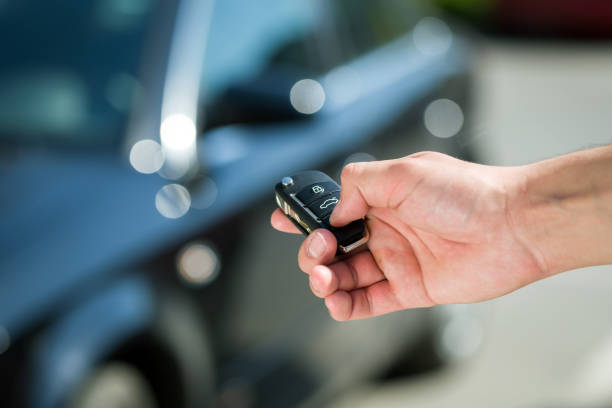 man hand unlocking car Man hand press the remote control car alarm systems car key stock pictures, royalty-free photos & images