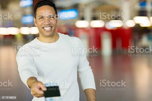 Man handing over air ticket at check in counter picture id517516825?b=1&k=6&m=517516825&s=612x612&h=yyhkywyul7e6qvpzubcxixkoumsmxammgiyrg5qlh44=