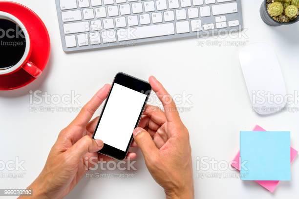 Man Hands Holding Blank Screen A Smartphone - Fotografias de stock e mais imagens de Acima