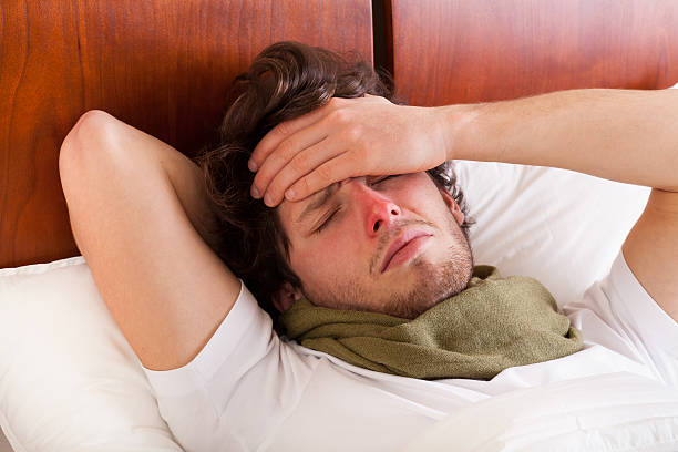 Hombre tener una la gripe - foto de stock