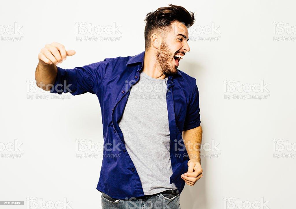 Homem se divertindo - foto de acervo