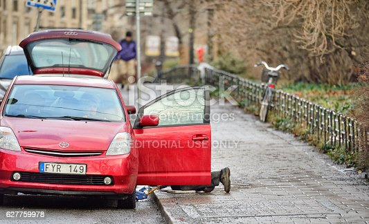 104275470istockphoto Man helping woman with car tire puncture 627759978