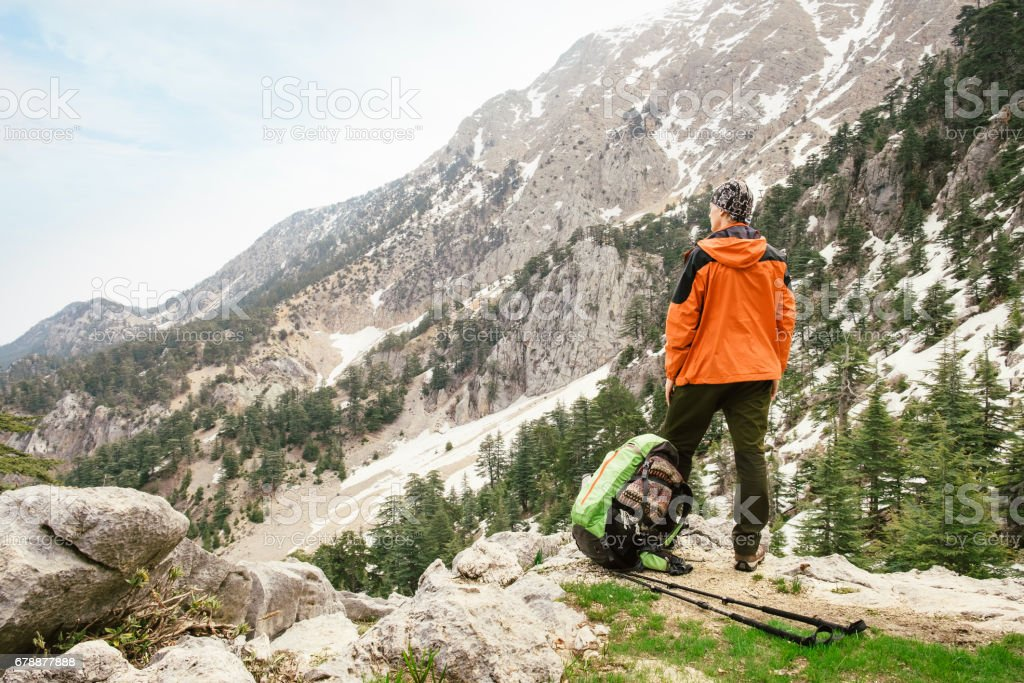 Man hiking with backpack high on Lycian Way photo libre de droits