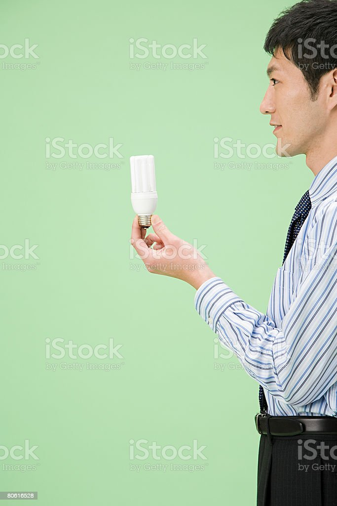 lightbulb 잡은 남자 royalty-free 스톡 사진