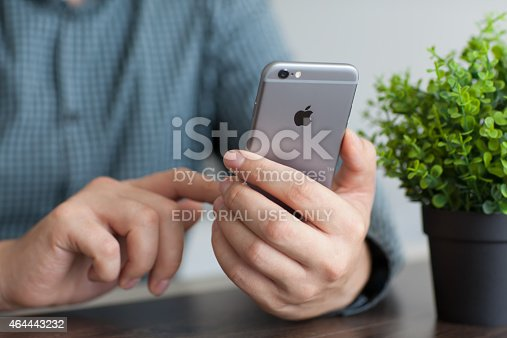 istock Man holding a new iPhone 6 Space Gray 464443232