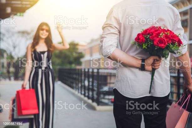Man holding a red flower behind his back to surprise your lover picture id1095887494?b=1&k=6&m=1095887494&s=612x612&h=dkbdjxxsguffnu3pbfsbgv u8wr5knbvj7m6ayfnbpc=