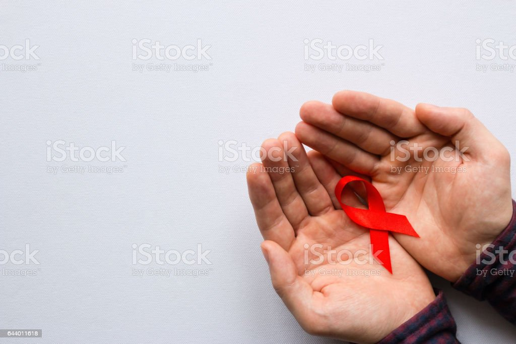 man holding a symbol of World AIDS Day – Foto