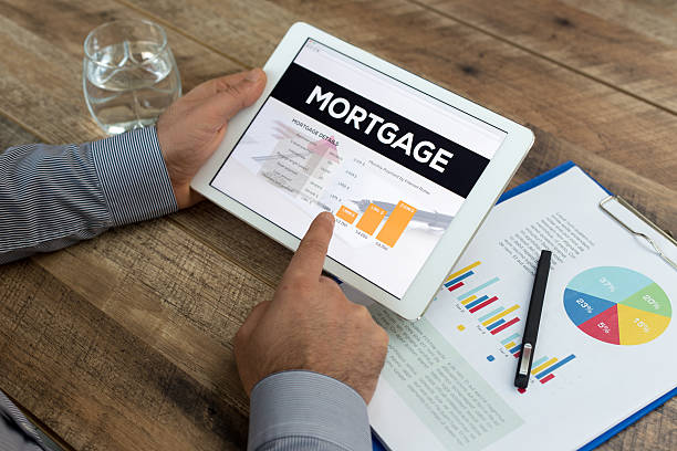 Man holding a tablet showing Mortgage concept – Foto
