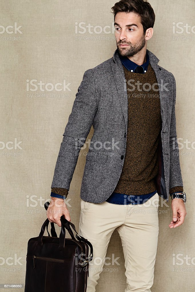 Man holding bag in studio foto stock royalty-free