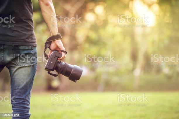 Man holding camera picture id656501120?b=1&k=6&m=656501120&s=612x612&h=niv8qth0prydrwmqe0e3b0xjszex8uyqysgoruhpmky=