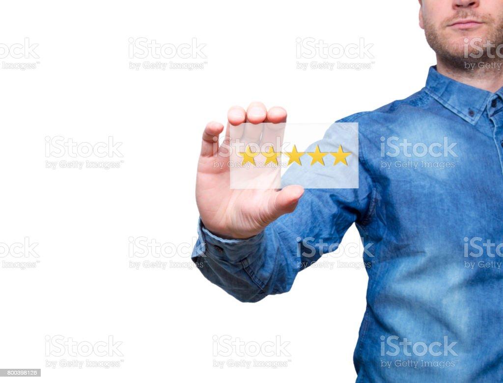Homme tenant cinq étoiles. Service cinq étoiles. Fond blanc - Stock Image - Photo