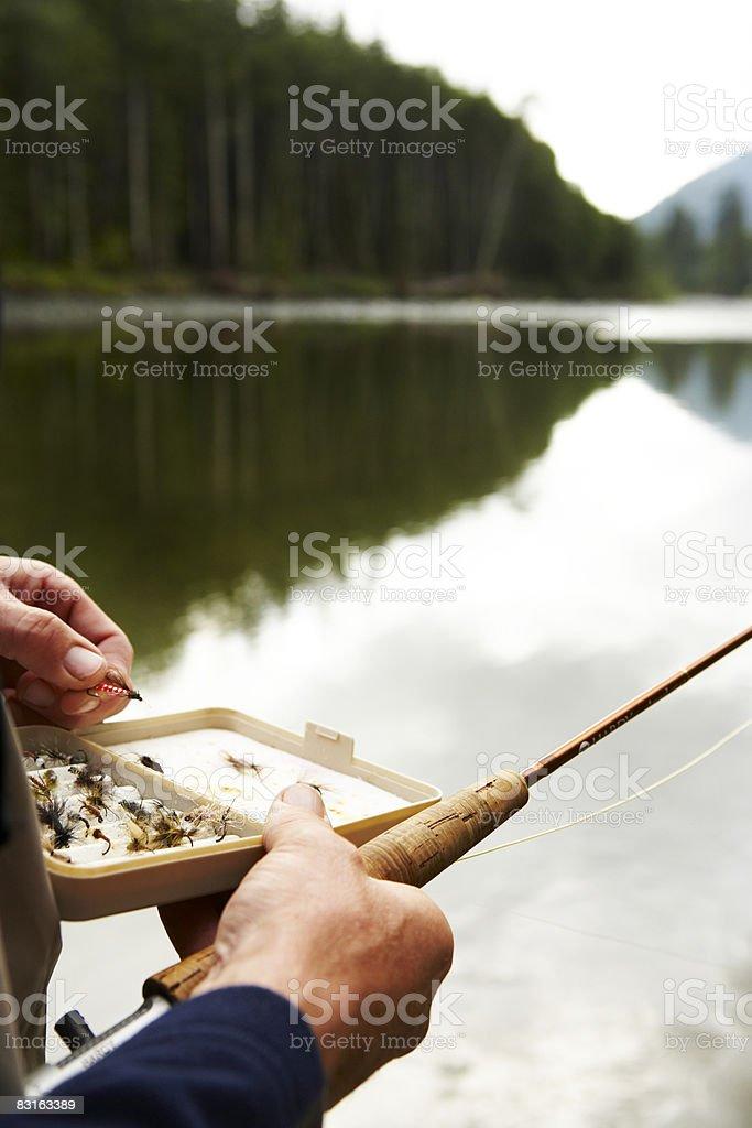 Uomo con patta inserti tipo esca da pescatore foto stock royalty-free