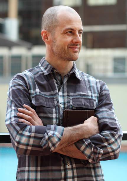 en man som håller sin dagbok - profile photo bildbanksfoton och bilder