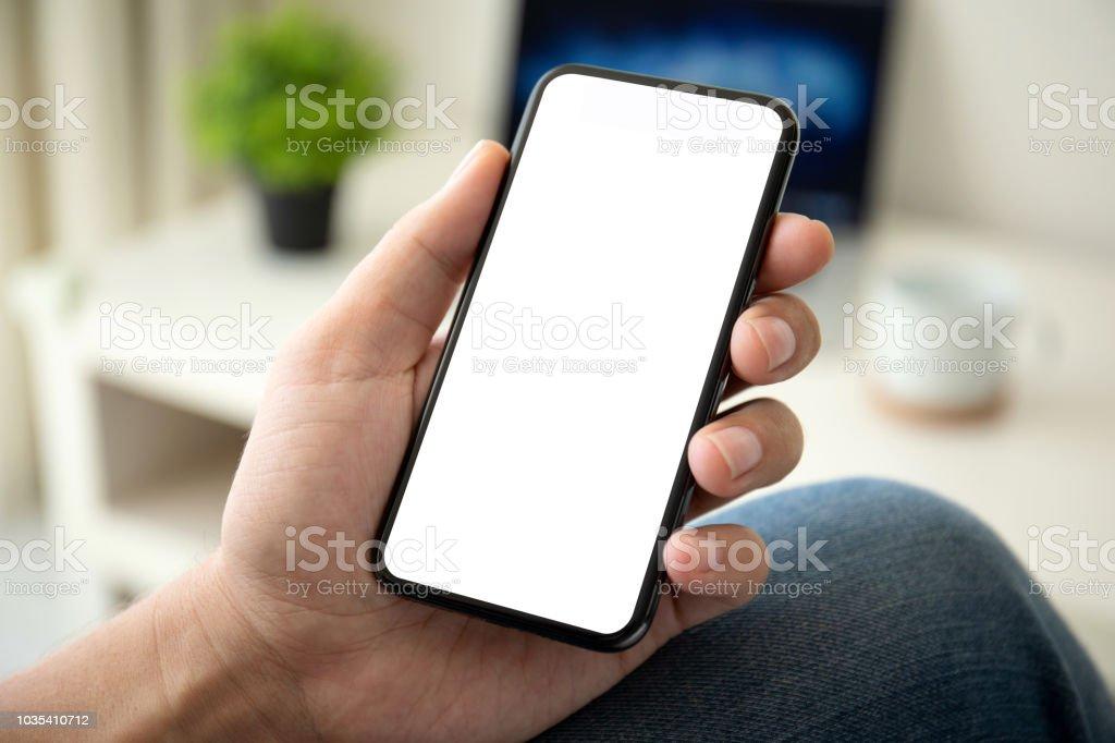 Mann hält iPhone X mit PayPal Service auf dem Bildschirm – Foto