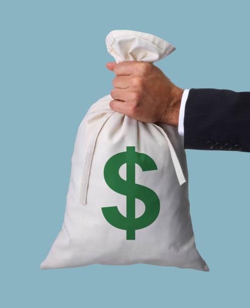 Mann hält Geldbeutel – Foto