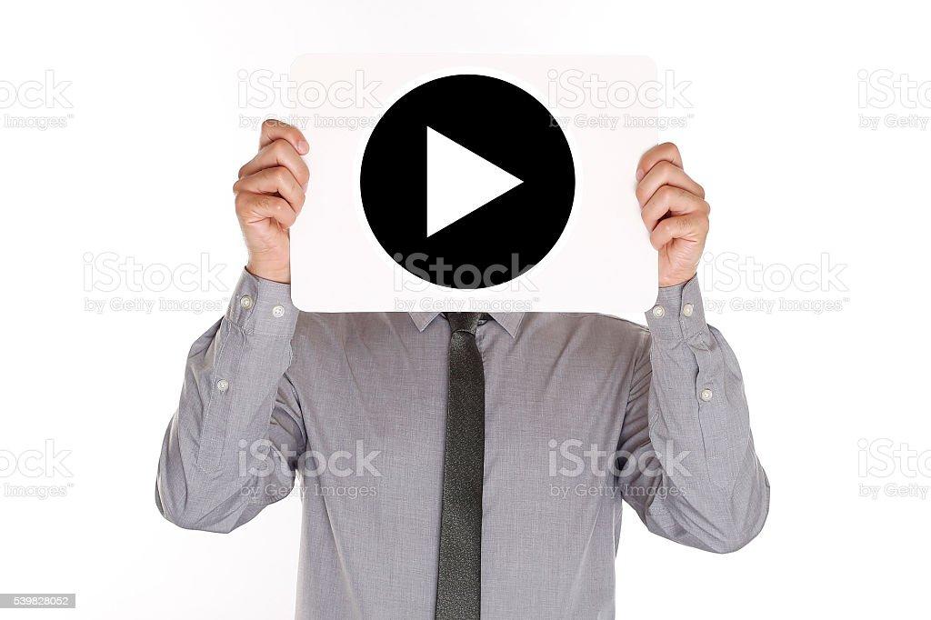 Papel de la explotación agrícola del hombre con botón de reproducción en frente de cabeza - foto de stock