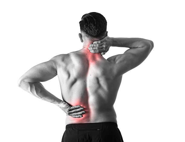 hombre que agarra dolor de cuello, dolor cervical de masajes en el área de dolor corporal - masaje deportivo fotografías e imágenes de stock