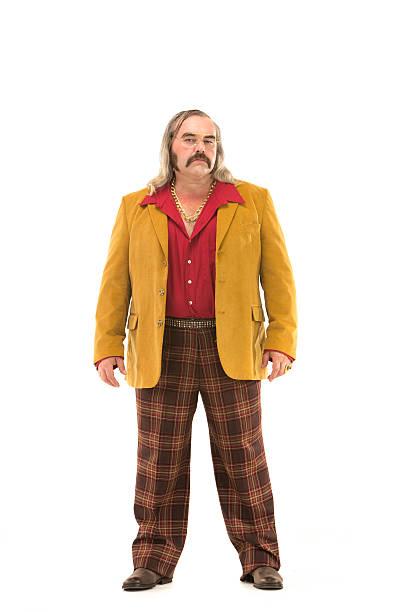 70 er jahre vintage-karo-hosen stehende mann, isoliert auf weiss - 80er outfit stock-fotos und bilder