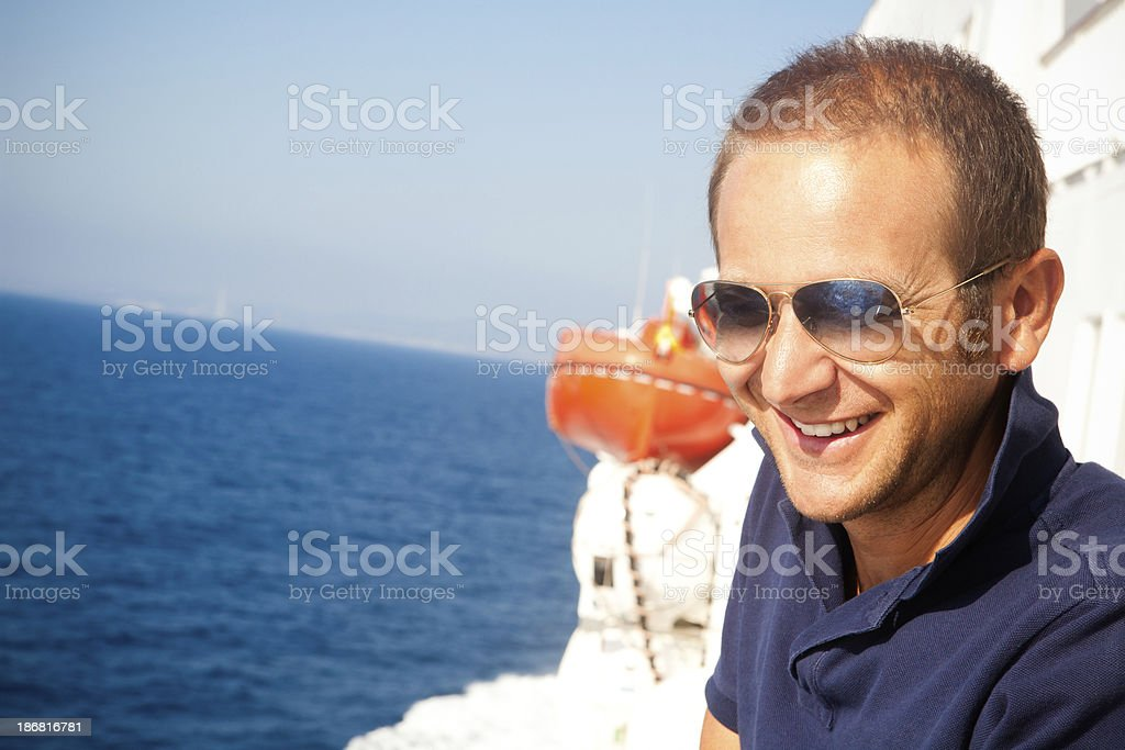 Mann in einem Boot – Foto