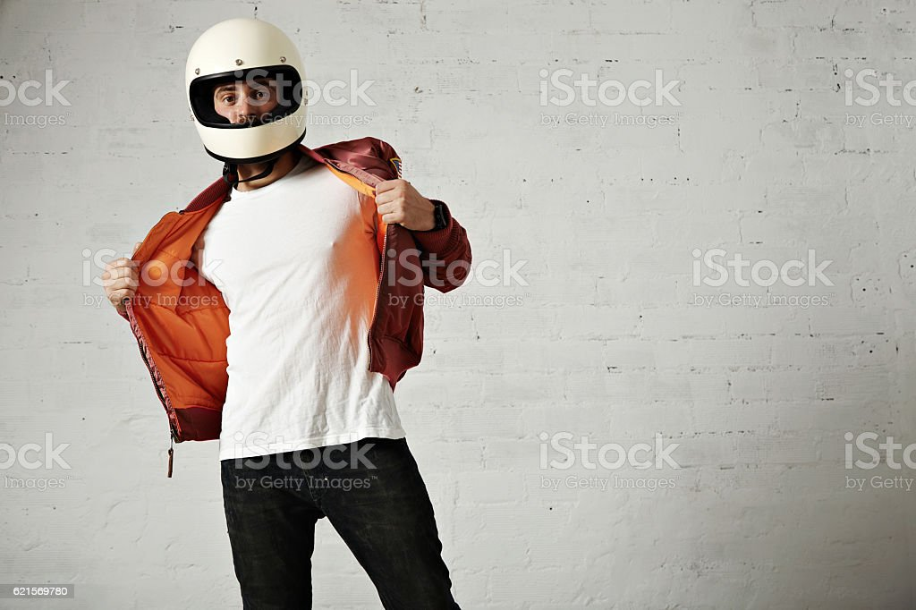Man in a bordeaux pilot jacket with helmet foto stock royalty-free