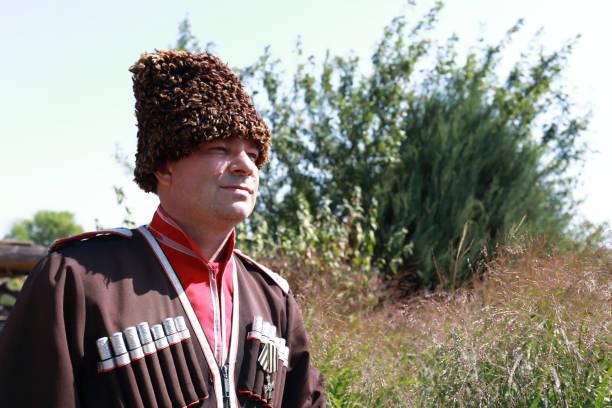 Hombre vestido de cosaco - foto de stock