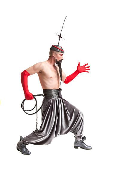 mann in einem kostüm mit peitsche - pumphose stock-fotos und bilder